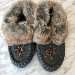 ✨2 for 25✨ George Girls Faux Fur Beaded Moccasins